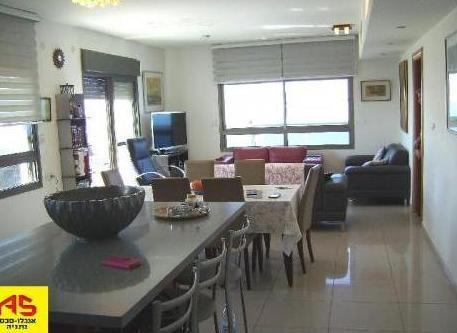 בלתי רגיל דירה 5 חדרים בדוד המלך, אזור הים, נתניה | לוח דירות למכירה - אנגלו IP-52
