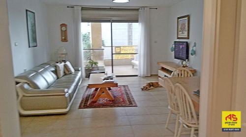 מדהים דירה 4 חדרים בשלמה המלך, אזור הים, נתניה | לוח דירות למכירה RC-32